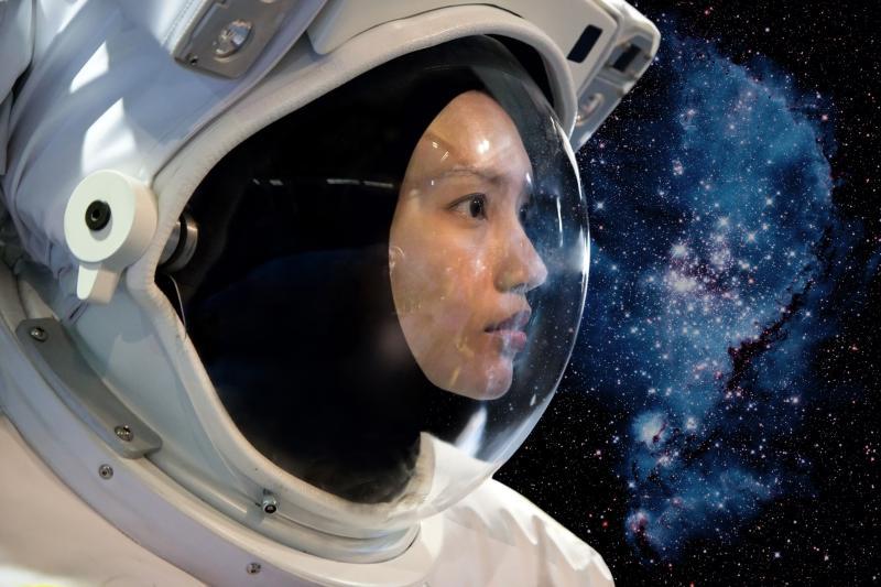retro girl astronaut - photo #12