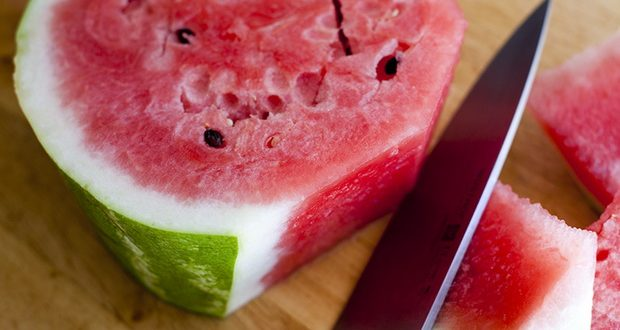 Video: How To Remove Watermelon Seeds in Just 2 Minutes