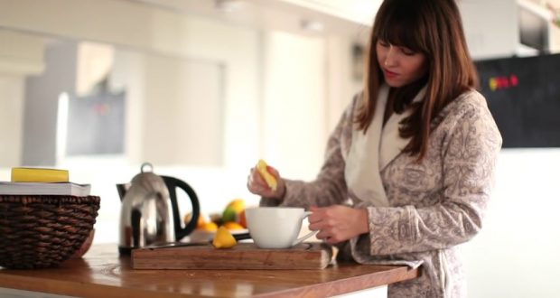 VIDEO: 9 Benefits of Warm Water and Lemon In The Morning