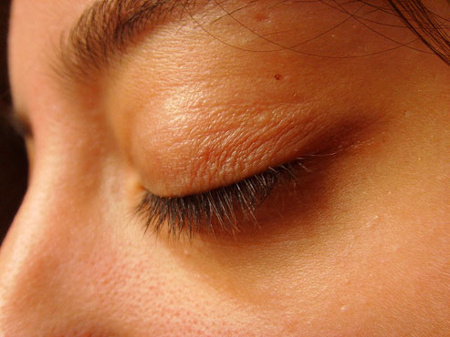 Your Eyelid Is Flickering? Read What This Means!